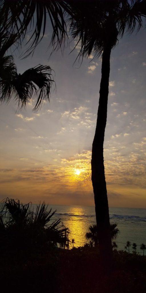 ヨナマビーチの夕暮れ